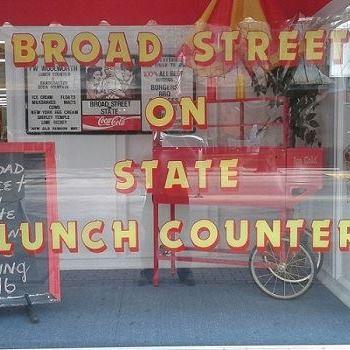 Broad Street on State Retro Diner restaurant located in BRISTOL, TN